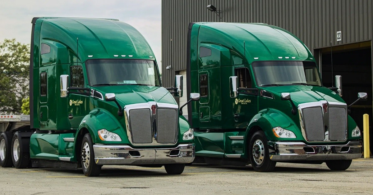Great Lakes Line is looking for truck drivers.